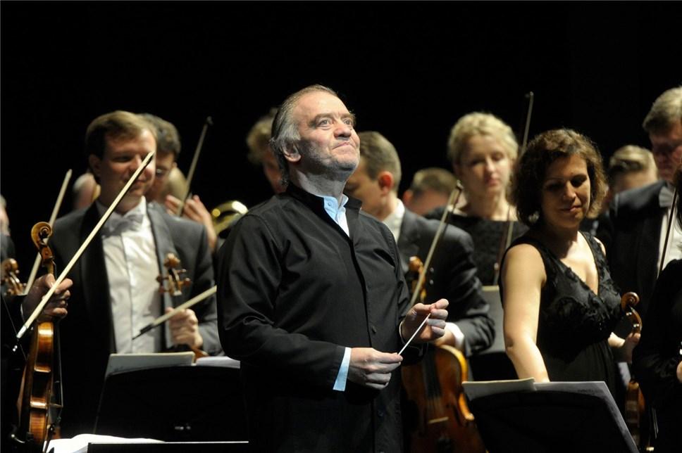 Оркестр Валерия Гергиева прошел на шести КамАЗах