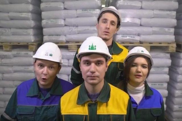 ВКазани рабочие перепели «Богемскую рапсодию» группы Queen