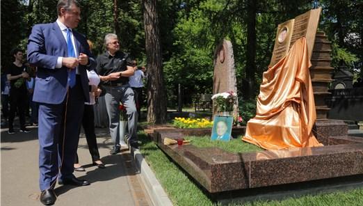 В Москве открыли памятный знак на могиле поэта Андрея Дементьева