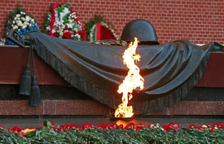 Накануне Дня памяти искорби калужане зажгли свечки