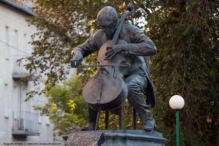 Вгод 90-летия Мстислава Ростроповича в столице появится сквер его имени