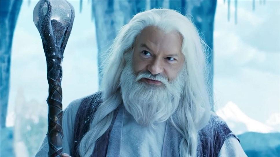 Бондарчук желает вновогоднюю ночь ходить подомам вобразе Деда Мороза
