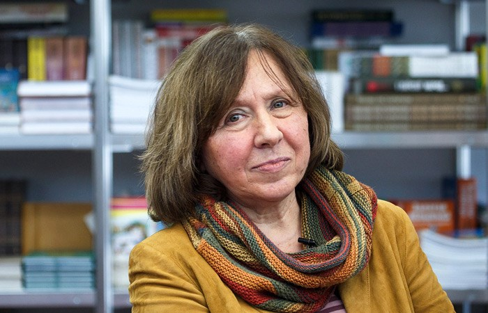 Светлана Алексиевич взнак протеста покинула российский  ПЕН-центр