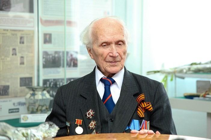 Скончался известный корреспондент, преподаватель иветеран ВОВ Яков Ломко